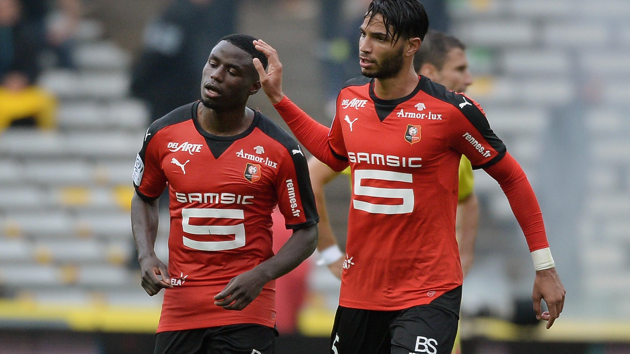 Paul-Georges Ntep félicité par Pedro Mendes après son but contre Nantes