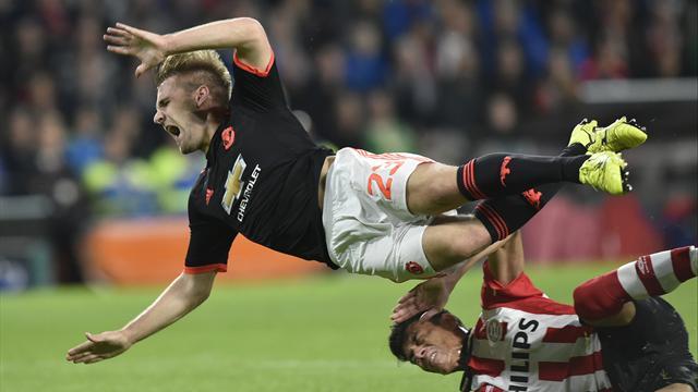 Pour Shaw, c'est grave : il souffre d'une double fracture de la jambe