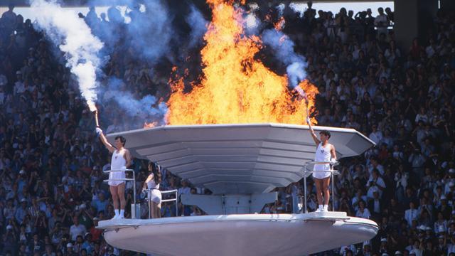 Kein Tag wie jeder andere: Tauben verbrennen im Olympischen Feuer
