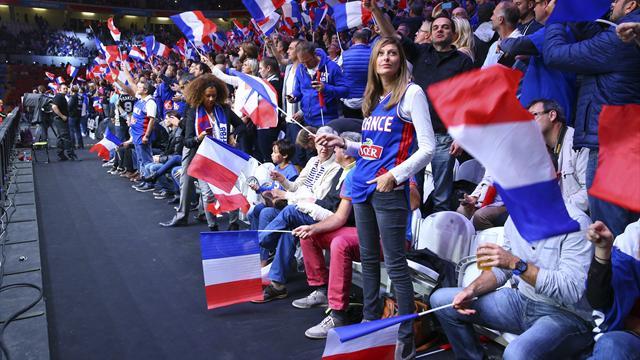 """""""Dans les yeux d'Emilie"""", l'hymne surprenant de la France qui en dit long sur cette équipe"""
