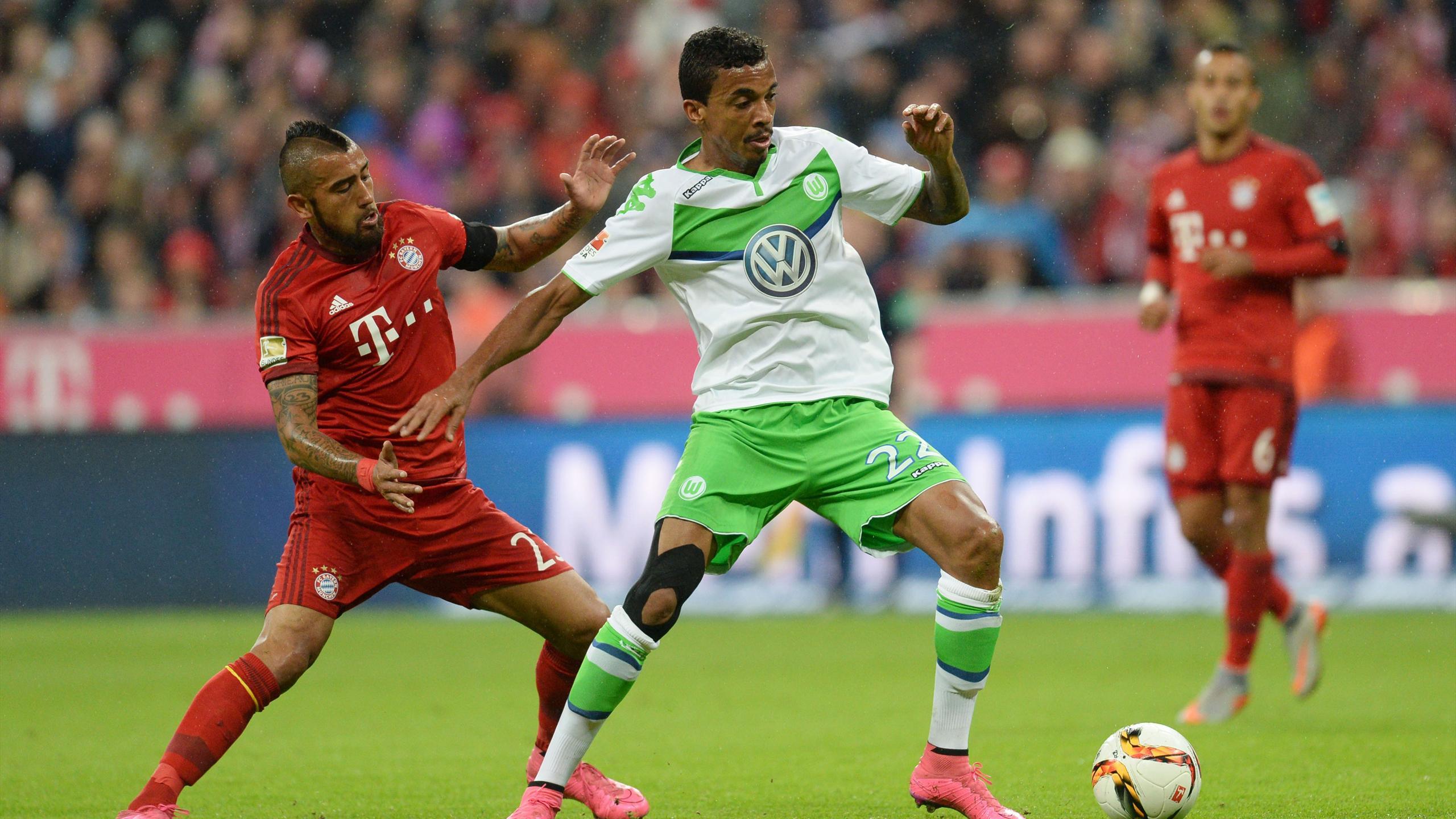 Arturo Vidal et Luiz Gustavo lors de Bayern-Wolfsburg
