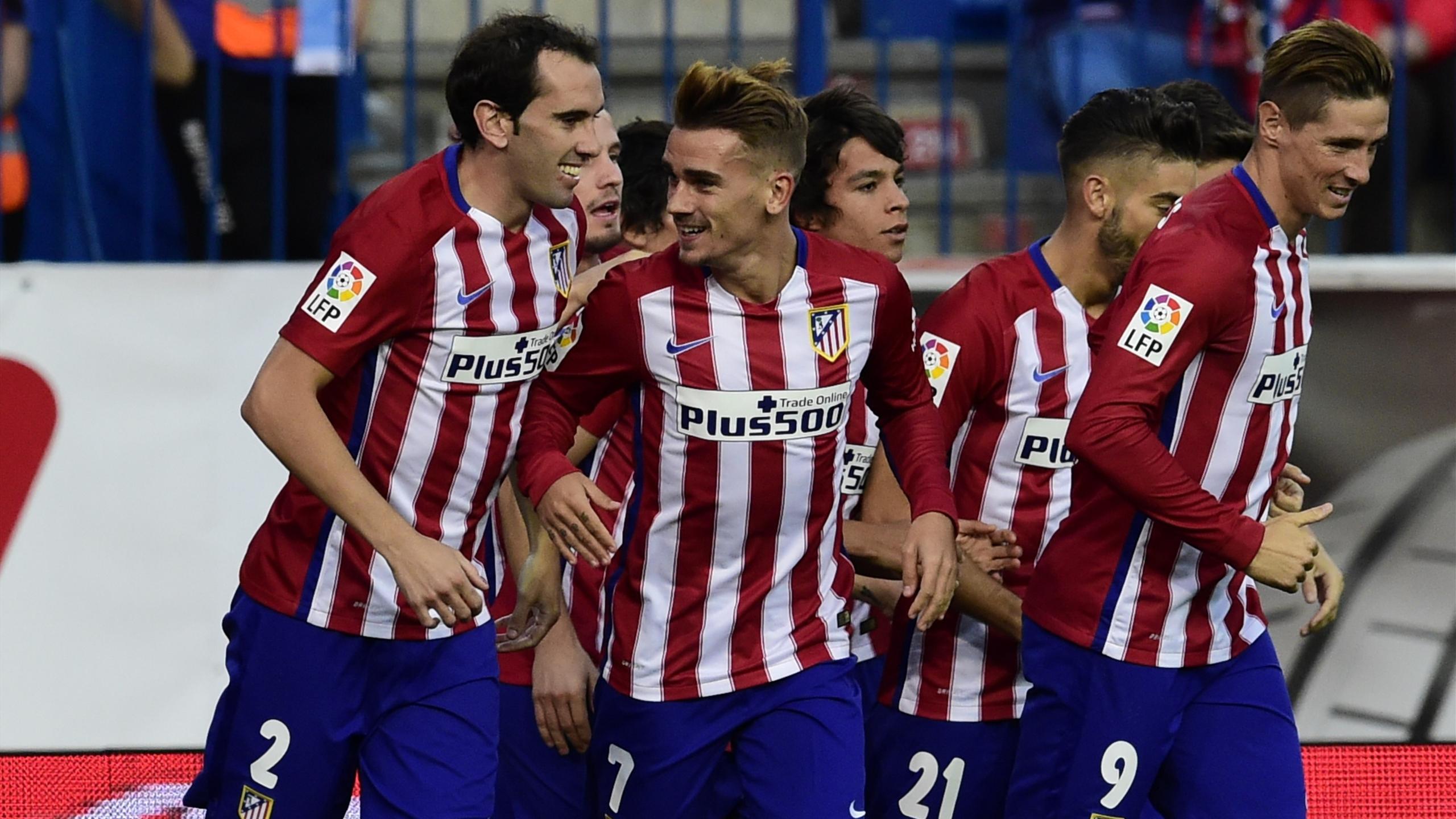 Godín, Griezmann y Torres, en primer plano, con varios jugadores del Atlético en el partido ante el Getafe