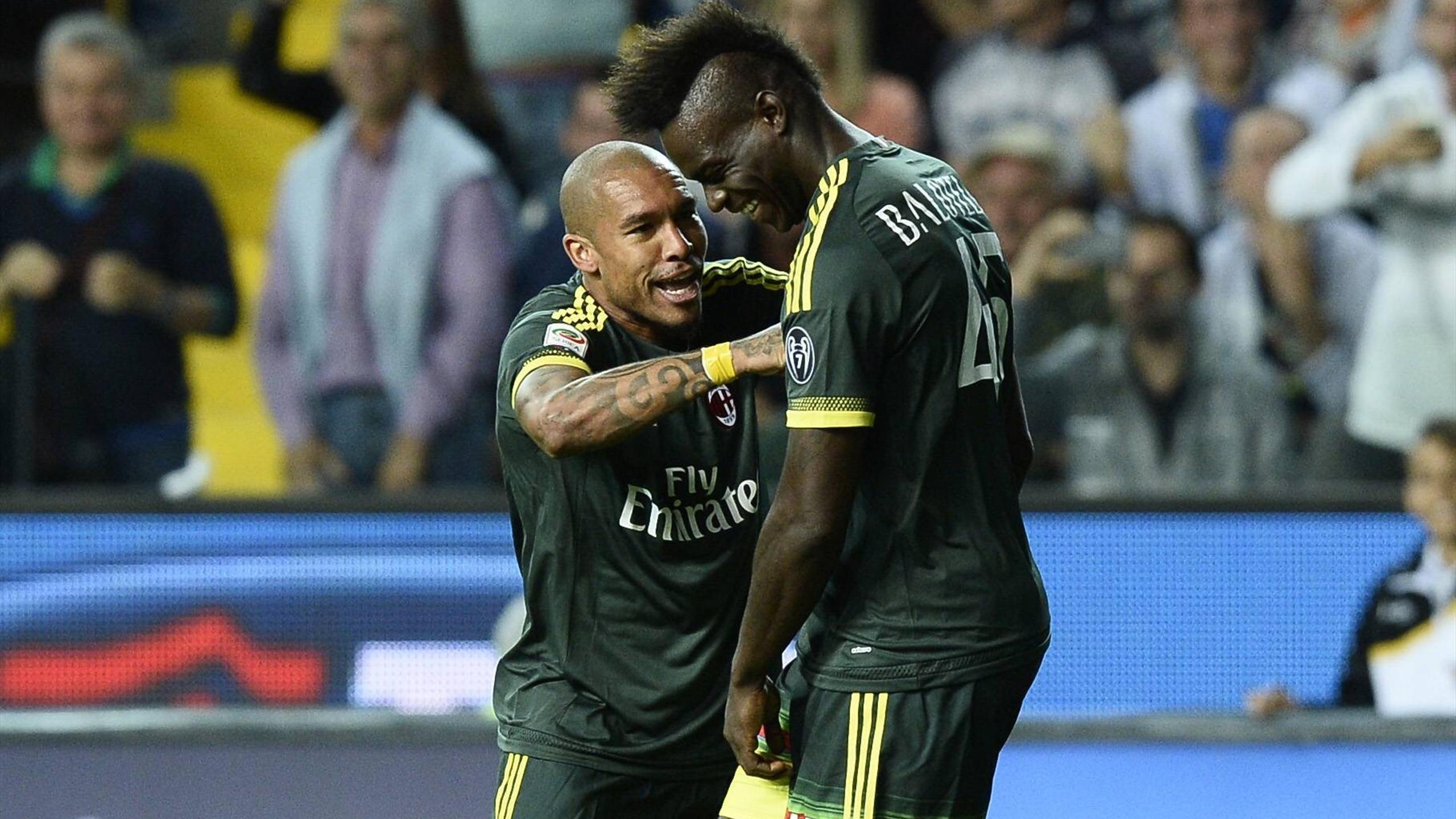 Mario Balotelli (à droite) a inscrit le premier but de l'AC Milan sur la pelouse de l'Udinese (2-3).