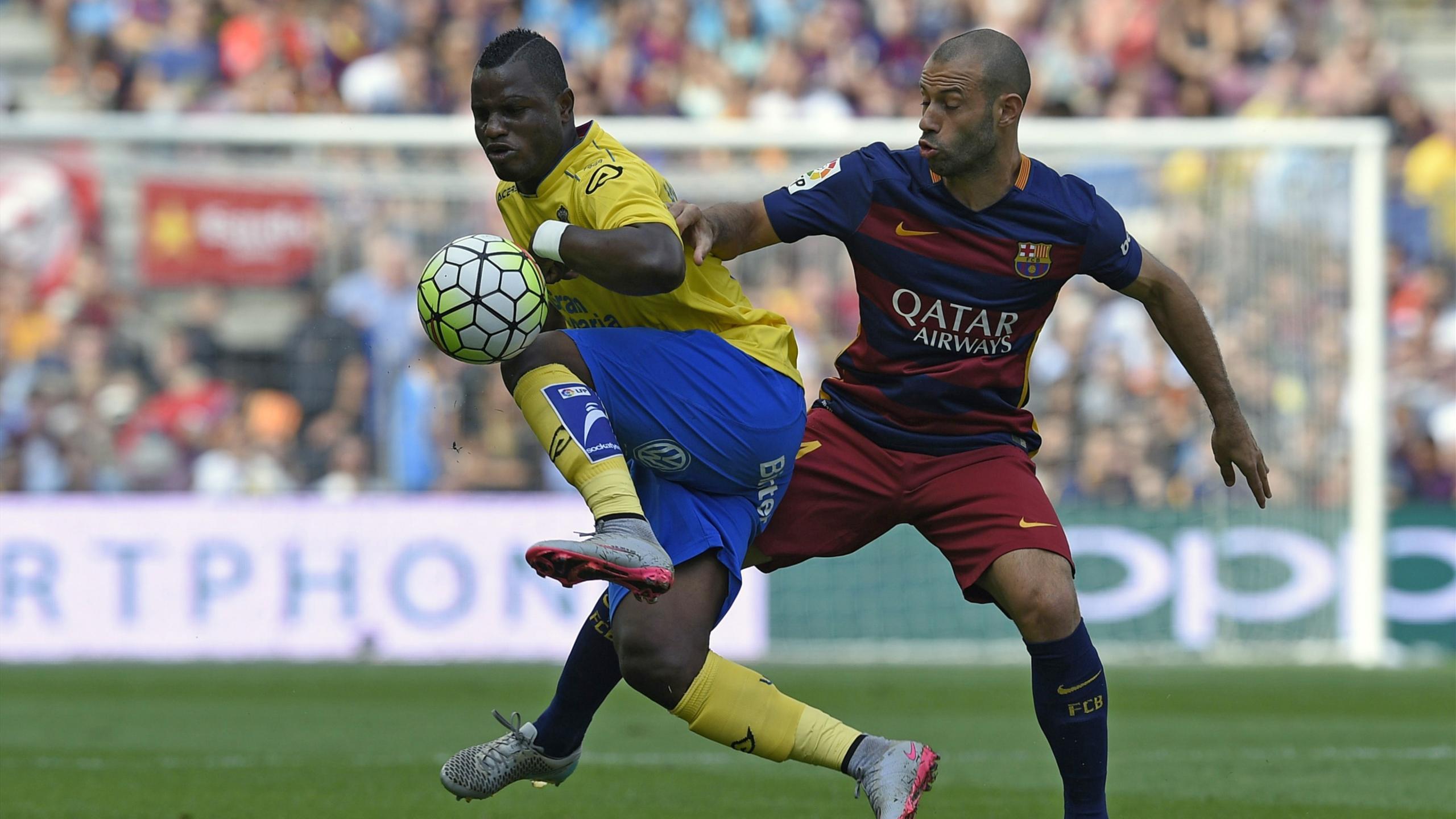 Javier Mascherano au duel avec Wakaso lors de Barça-Las Palmas