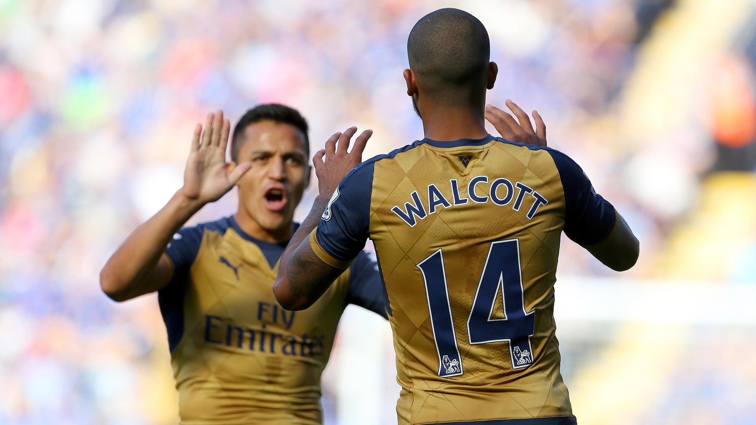 Arsenal's English striker Theo Walcott (R) celebrates with Arsenal's Chilean striker Alexis Sanchez
