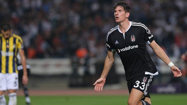 À cause de la «situation politique», Gomez quitte Besiktas