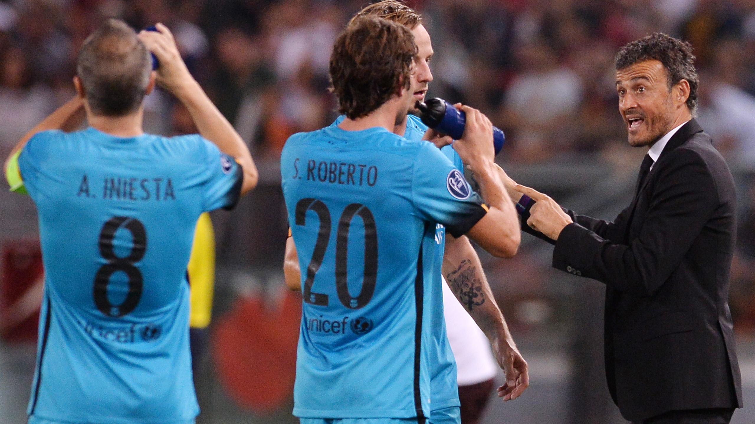 Luis Enrique avec ses joueurs lors de AS Rome-Barça (Ligue des champions 2015/2016)