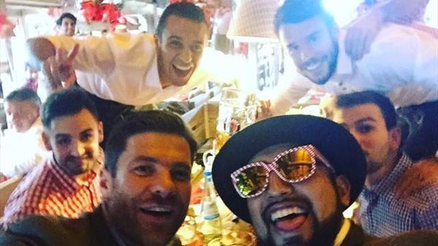 Les joueurs du Bayern prennent du bon temps à la fête de la bière