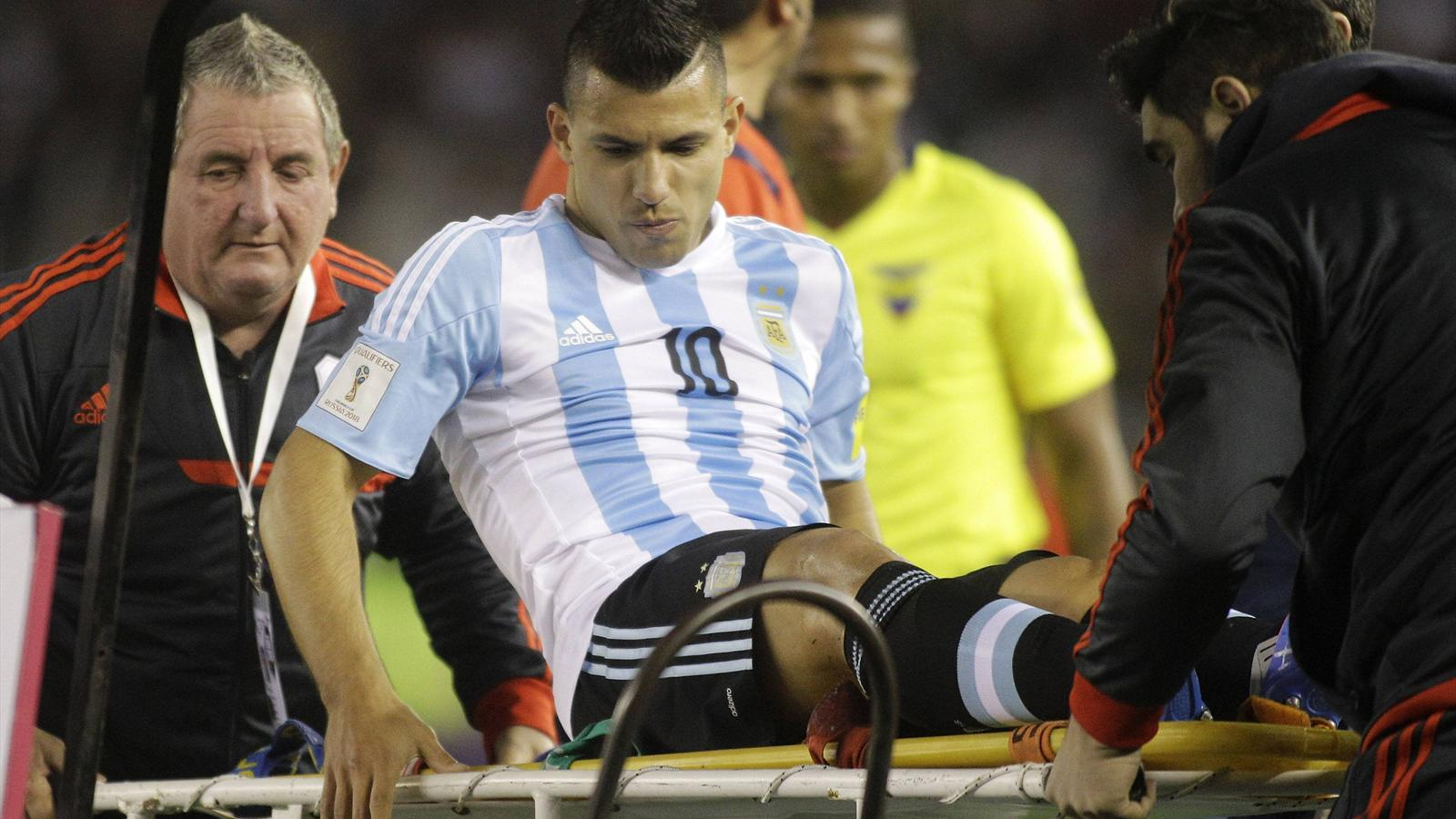 Sergio Aguero stretchered off, Argentina v Ecuador