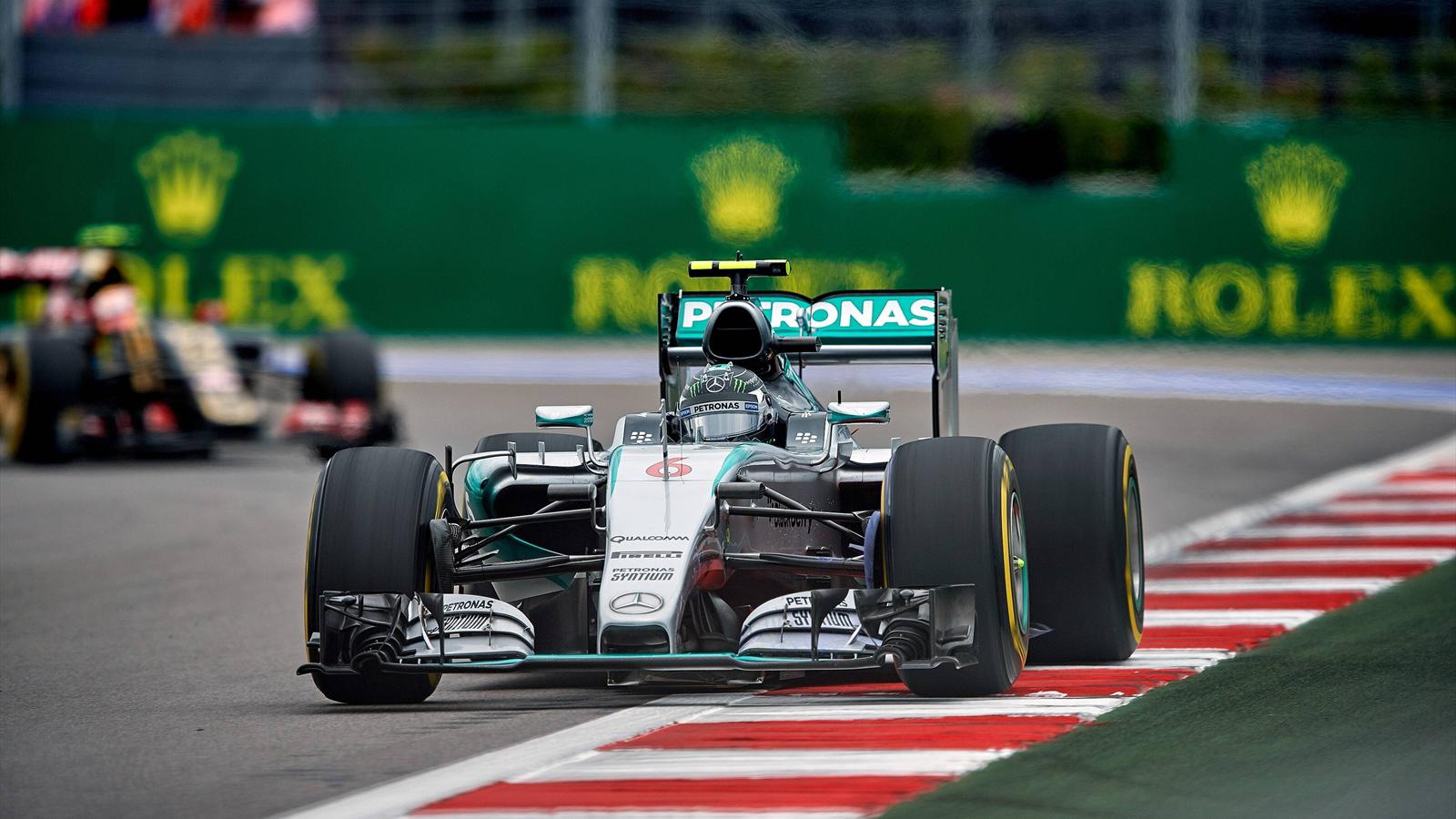abandon de nico rosberg mercedes d s le 8e tour grand prix de russie 2015 formule 1. Black Bedroom Furniture Sets. Home Design Ideas