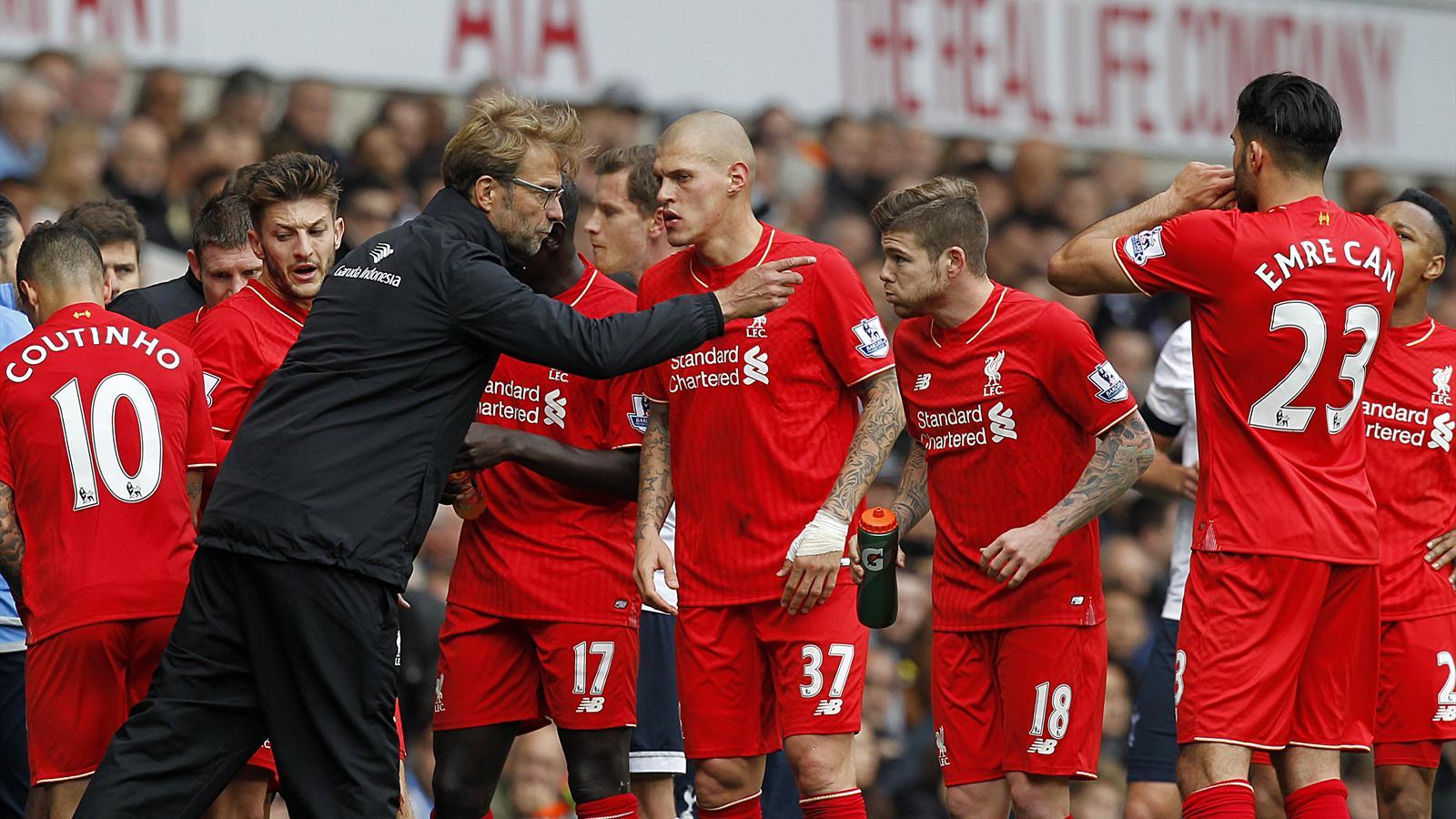 Jürgen Klopp en discussion avec ses joueurs lors de Tottenham-Liverpool