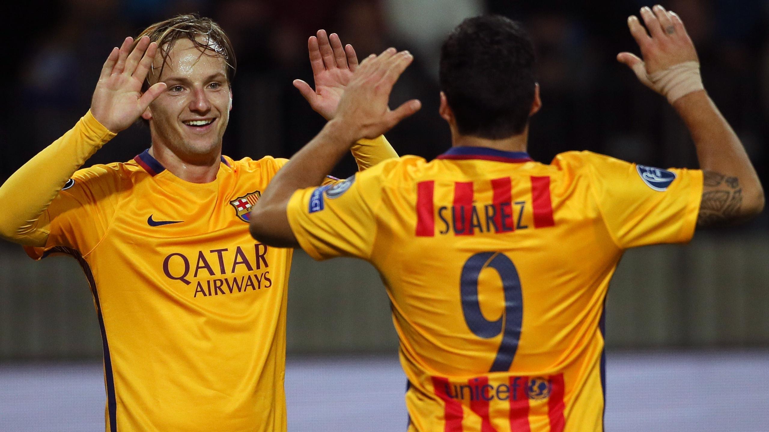 Ivan Rakitic félicité par Luis Suarez après son doublé avec le Barça contre le BATE Borisov