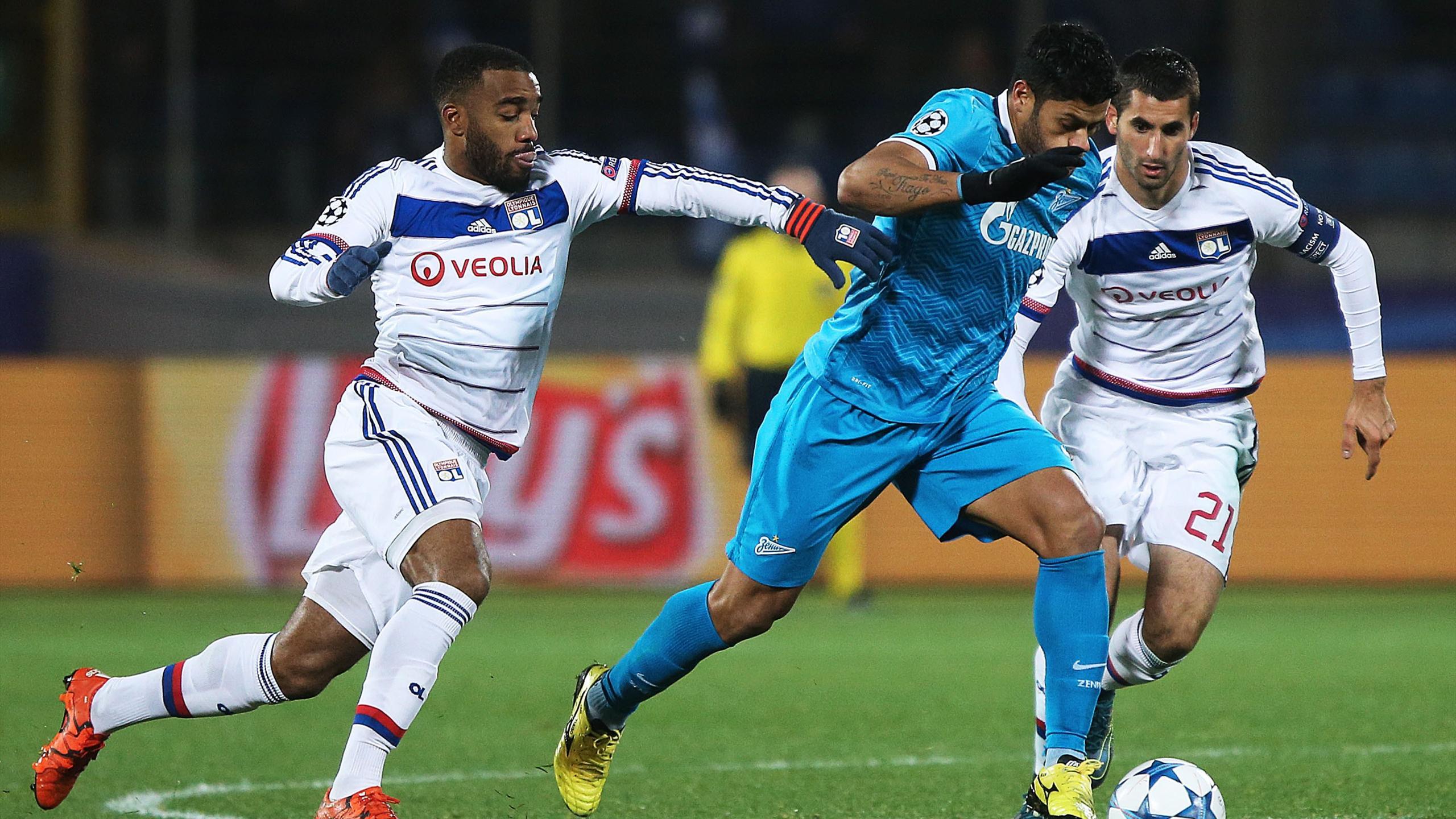 Hulk devant Alexandre Lacazette et Maxime Gonalons lors de Zenit-Lyon