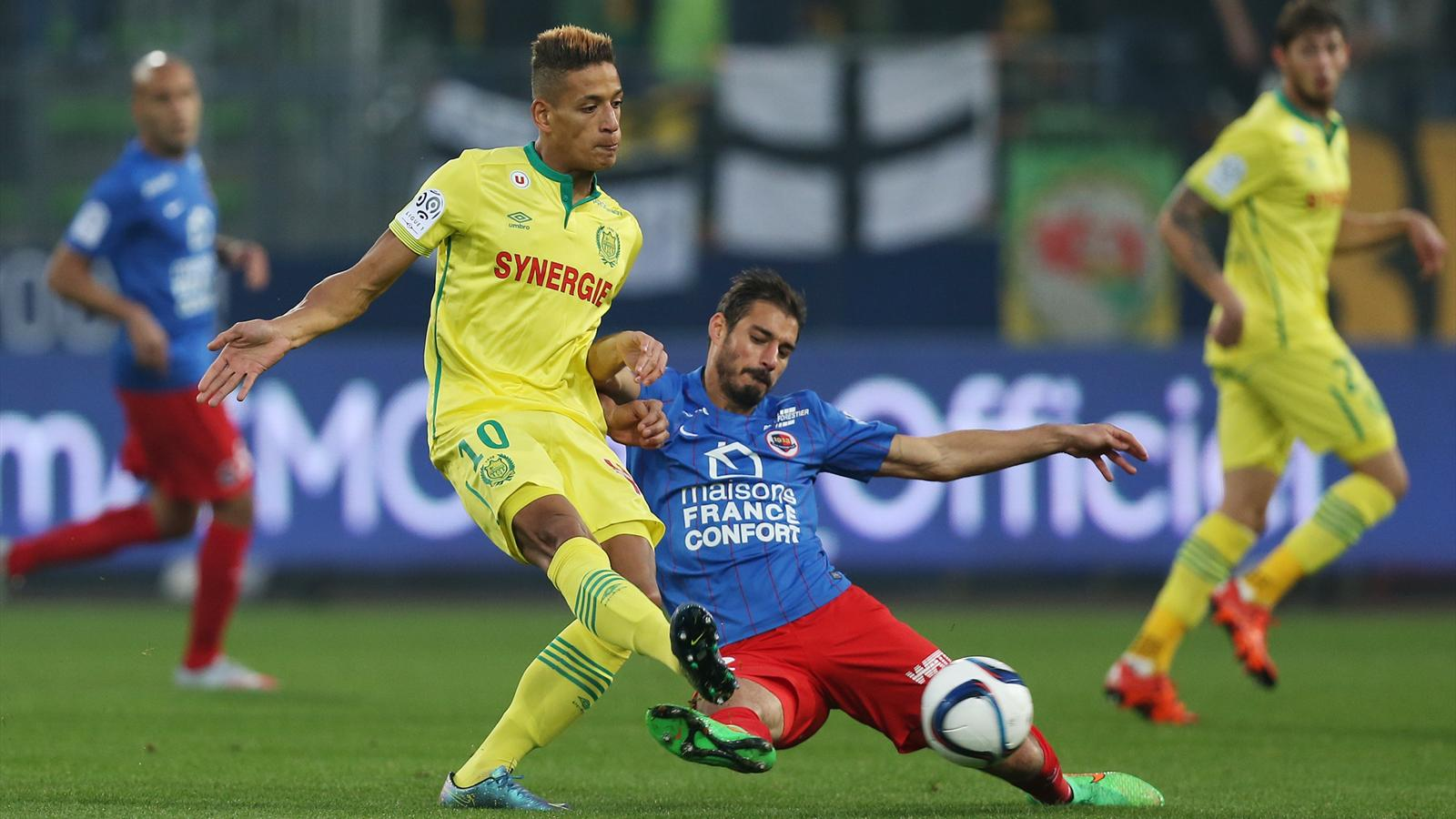 Nicolas Seube tacle Yacine Bammou lors de Caen-Nantes