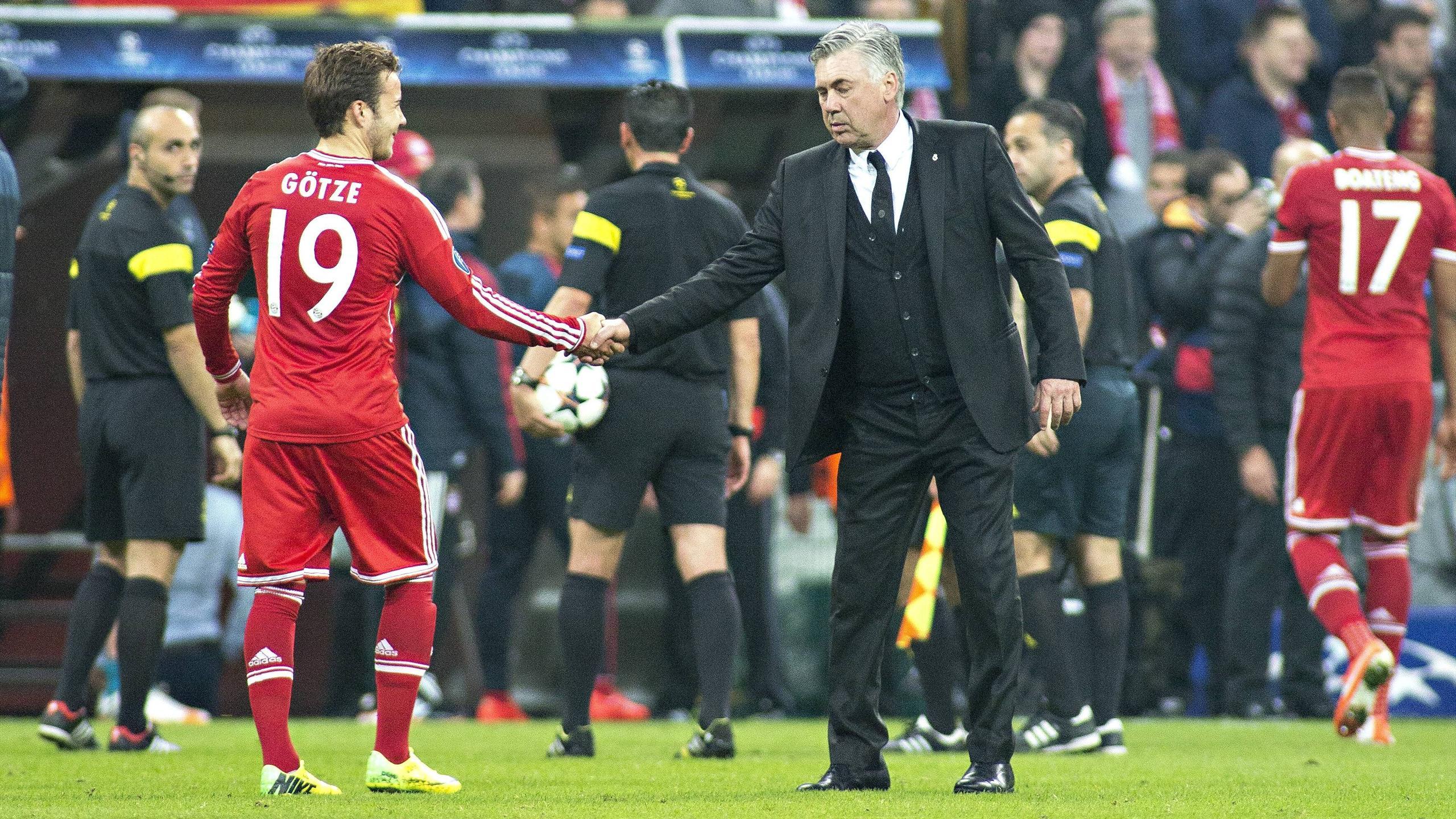 Карло Анчелотти (справа) и Марио Гётце после матча «Реал Мадрид» – «Бавария»