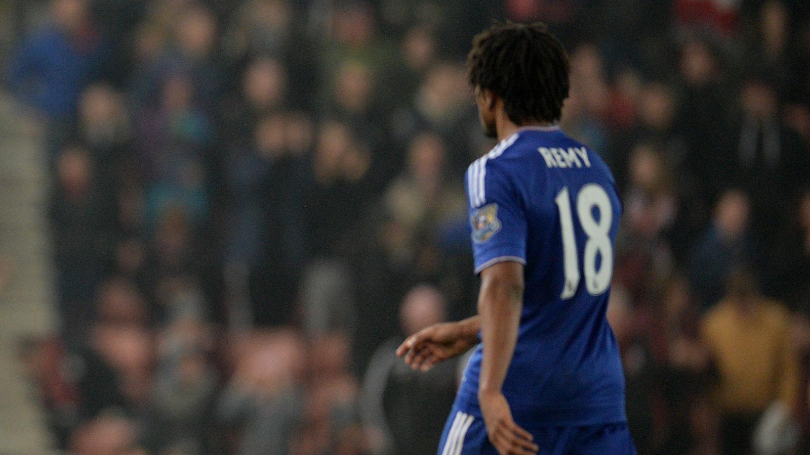 José Mourinho félicite Loïc Rémy, auteur du but égalisateur face à Stoke City (1-1)