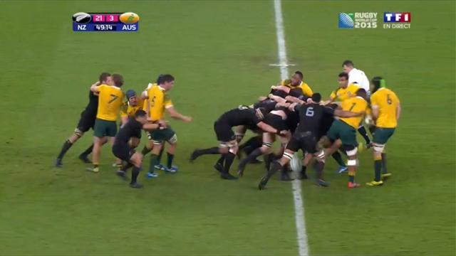 Grâce à une énorme poussée, la mêlée des All Blacks a totalement emporté celle des Australiens