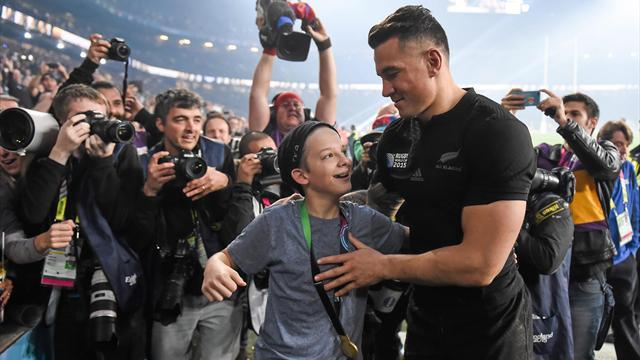 Touché par le geste de Sonny Bill Williams, World Rugby lui a offert une nouvelle médaille