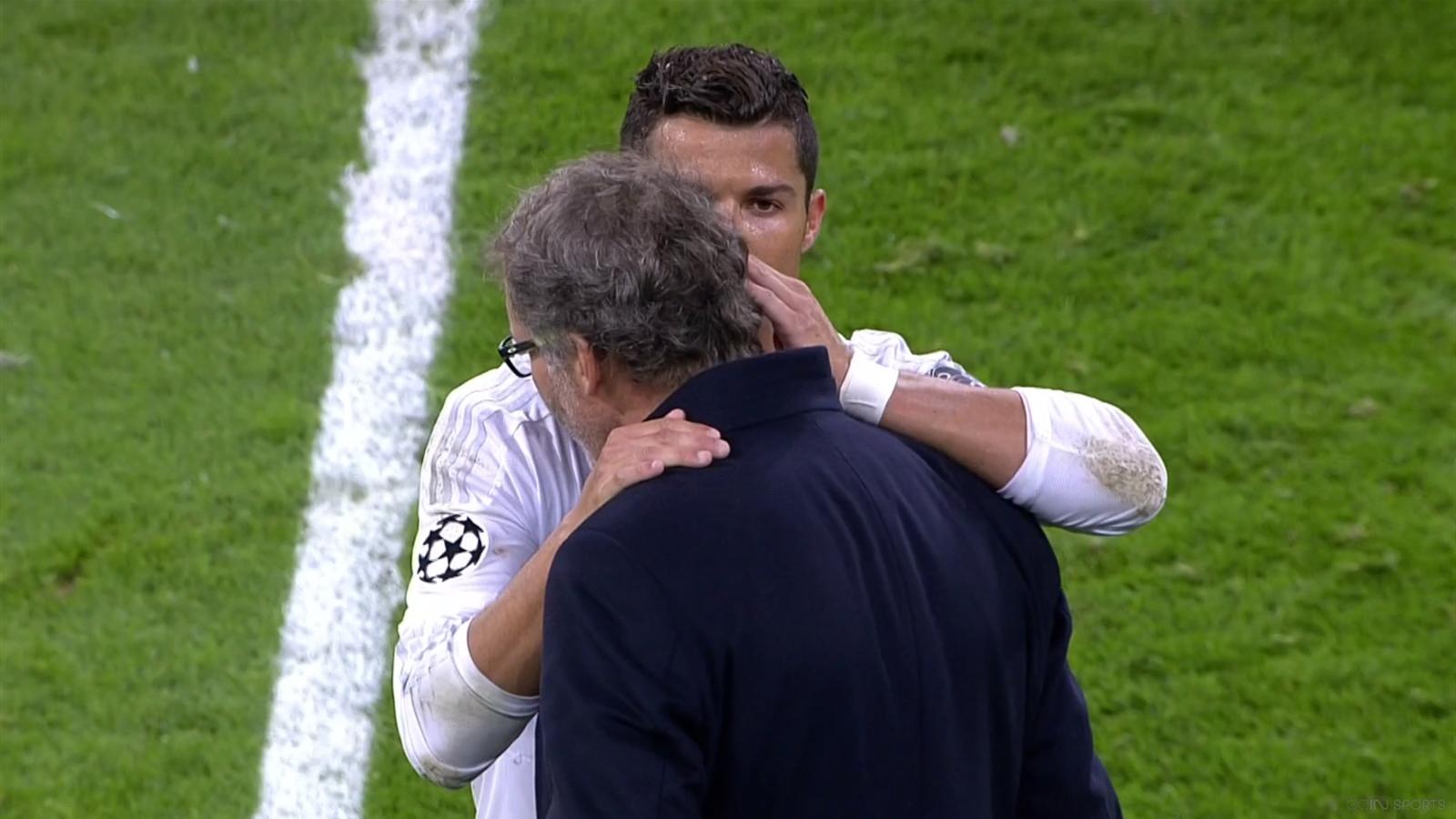 Cristiano Ronaldo told something to Laurent Blanc.