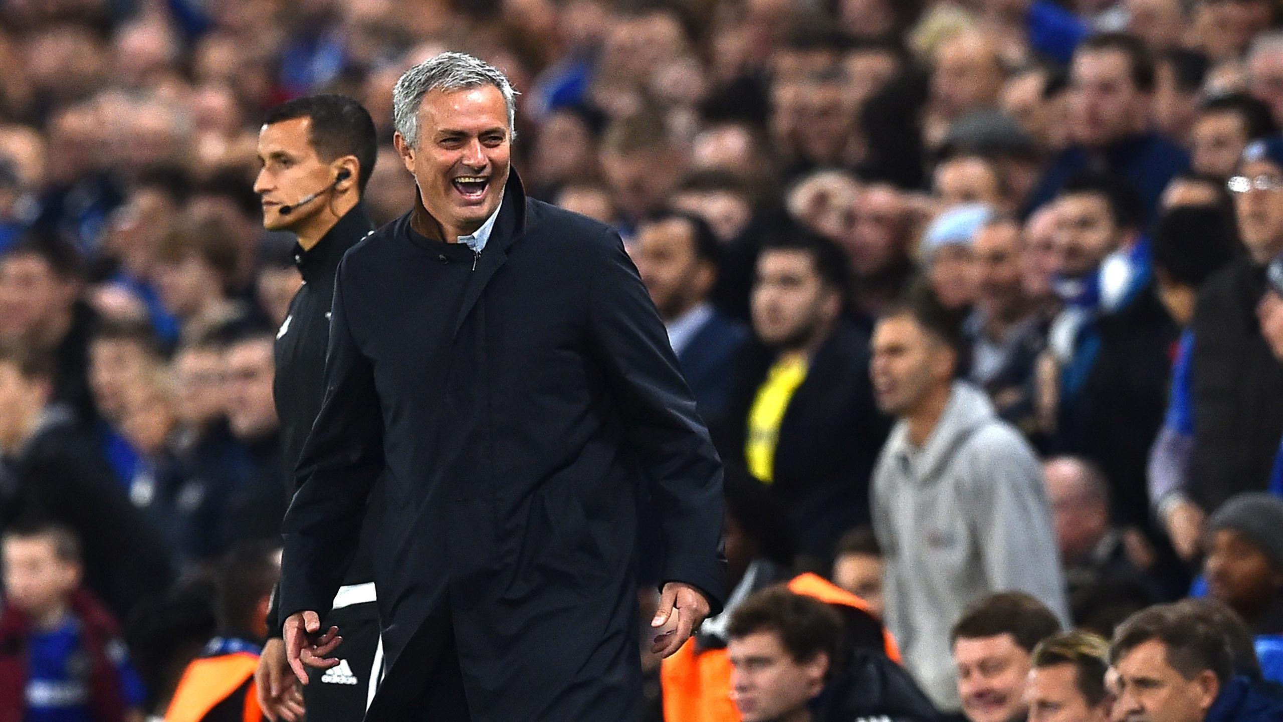 José Mourinho, le manager des Blues, lors de Chelsea - Dynamo Kiev en Ligue des champions