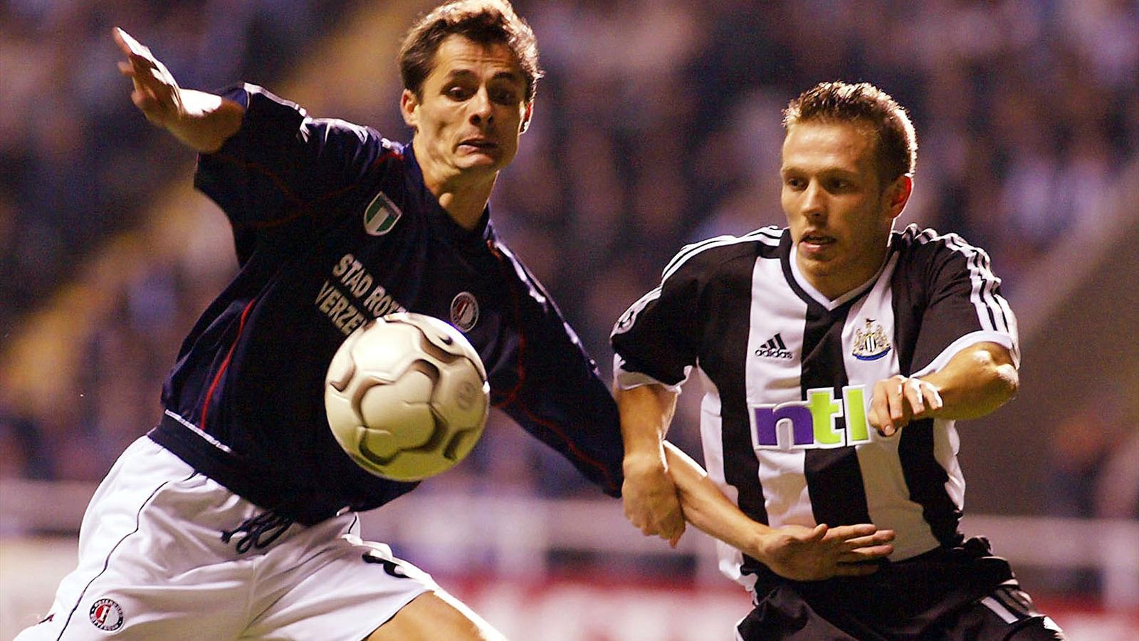 Newcastle United's Craig Bellamy (R) is challenged by Feyenoord's Kees