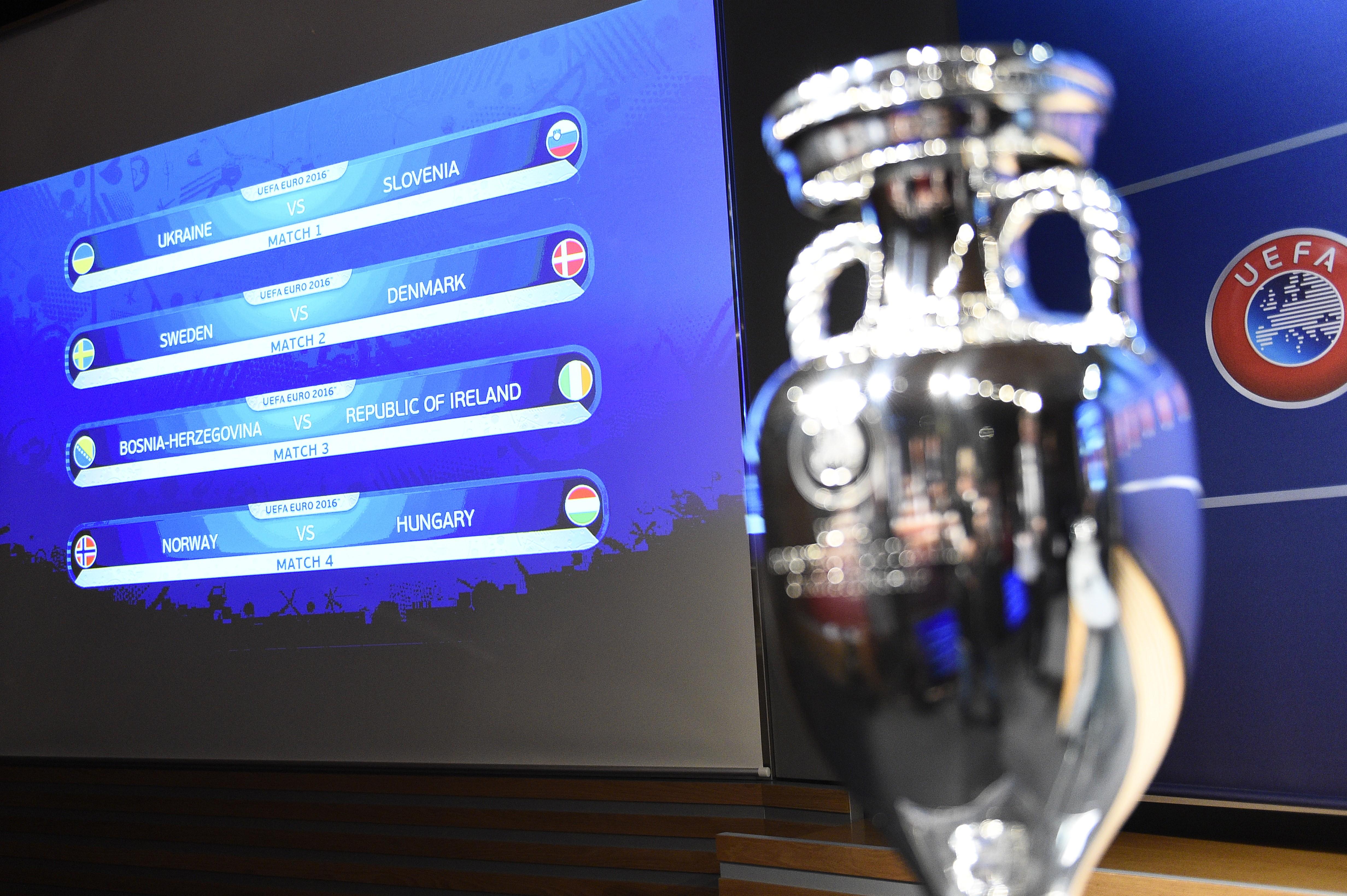 УЕФА оштрафовал Хорватию на 100 тыс. евро заповедение болельщиков