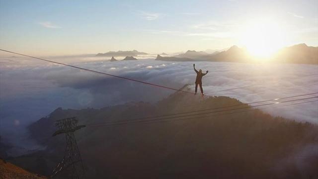 Швейцарский экстремал установил мировой рекорд, пройдя 477 метров по канату над пропастью