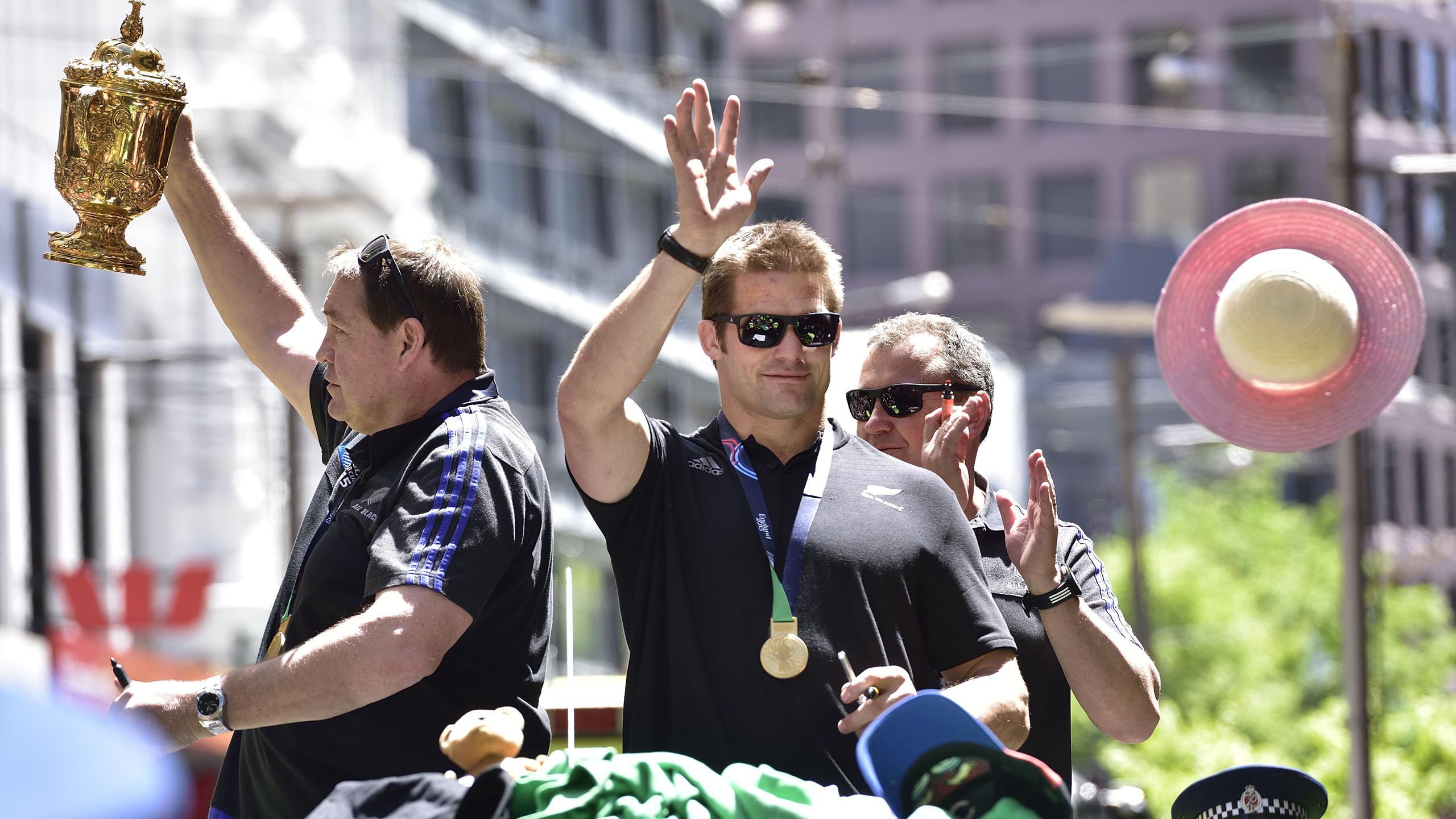 Richie McCaw et Steve Hansen lors de la parade à Christchurch avec la Coupe du monde
