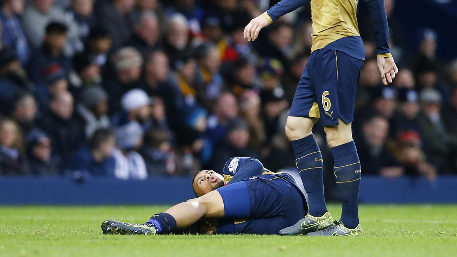 Arsenal's Francis Coquelin lies in pain