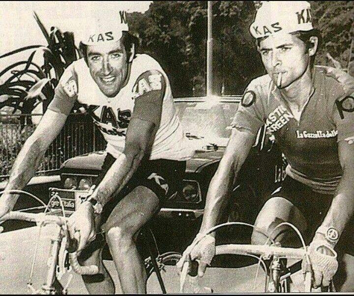 Велогонщики курят