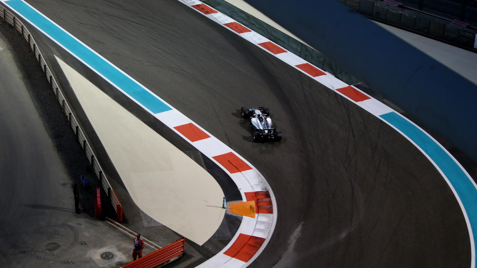 Mercedes AMG Petronas F1 Team's German driver Nico Rosberg drives during the second practice session at the Yas Marina circuit in Abu Dhabi on November 27, 2015 ahead of the Abu Dhabi Formula One Grand Prix