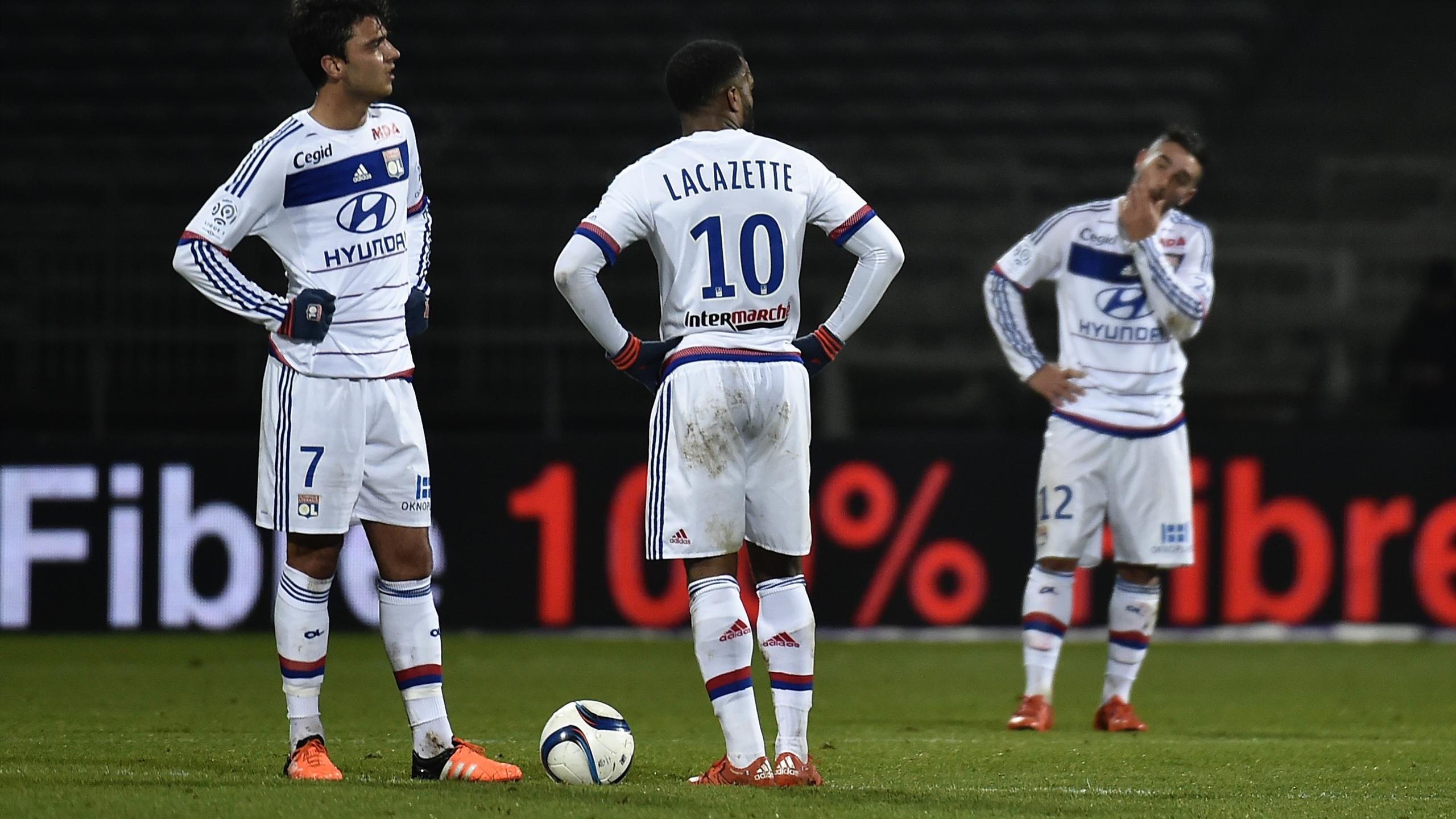 Grenier, Lacazette et Ferri lors de la défaite face à Montpellier