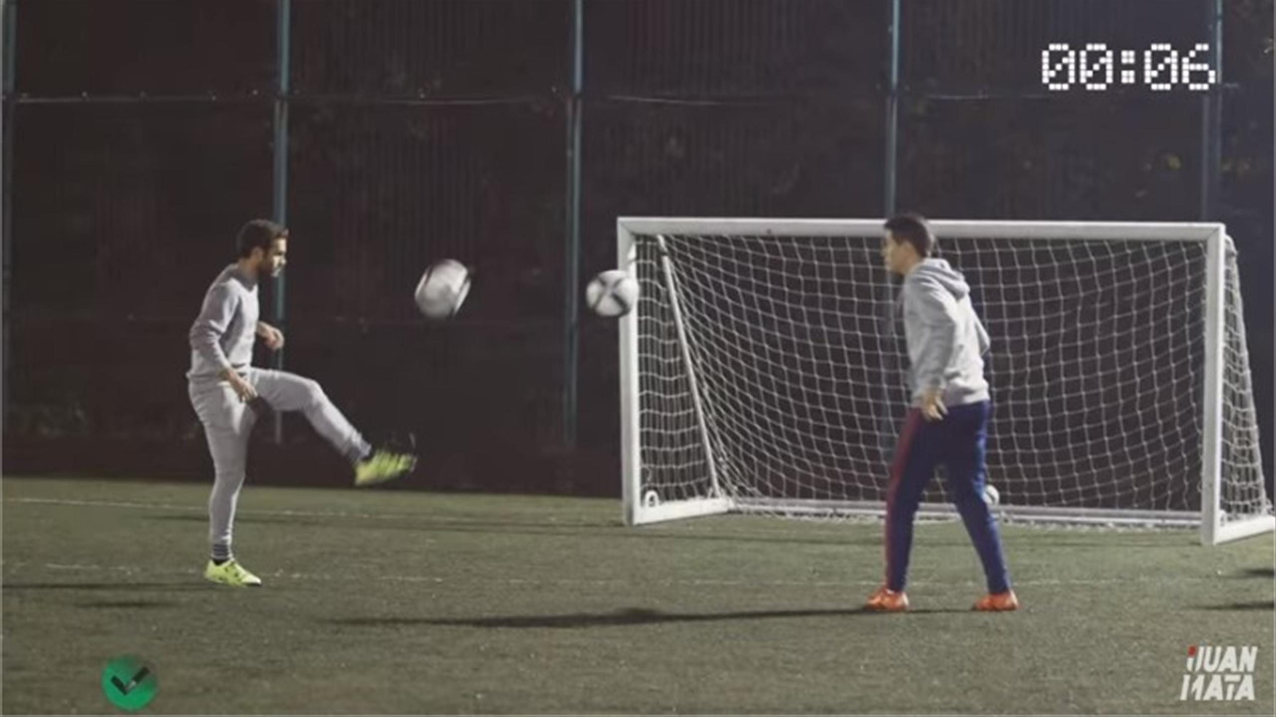 Manchester United's Juan Mata and Ander Herrera take on 'Two balls challenge' (Youtube)