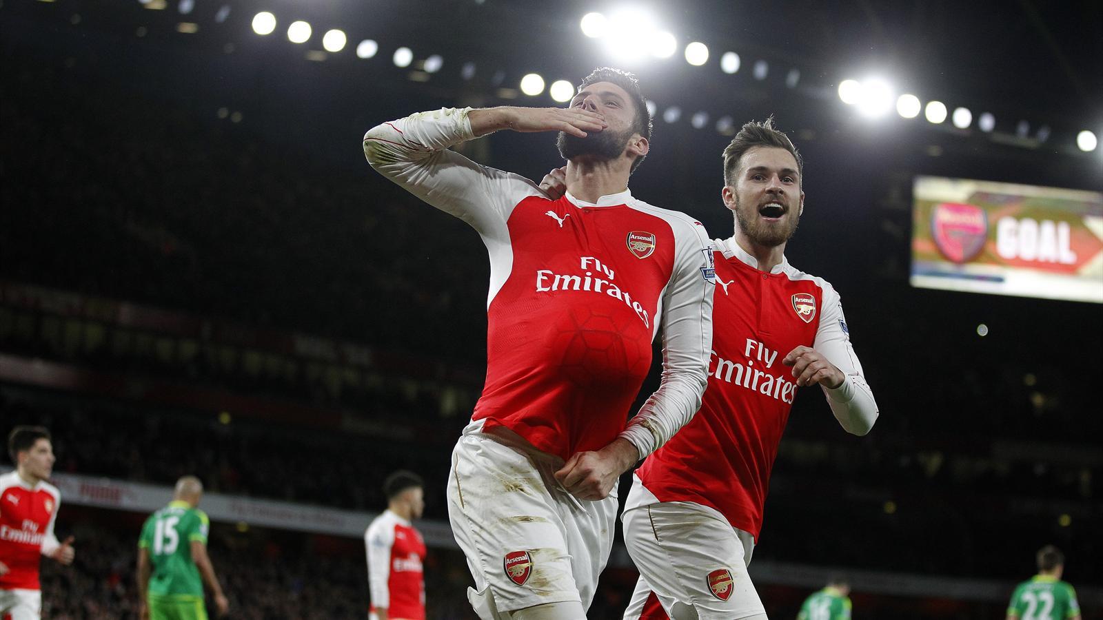 Arsenal's French striker Olivier Giroud (L) celebrates scoring his team's second goal