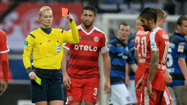Женщина-арбитр сделала ассист в матче второй Бундеслиги