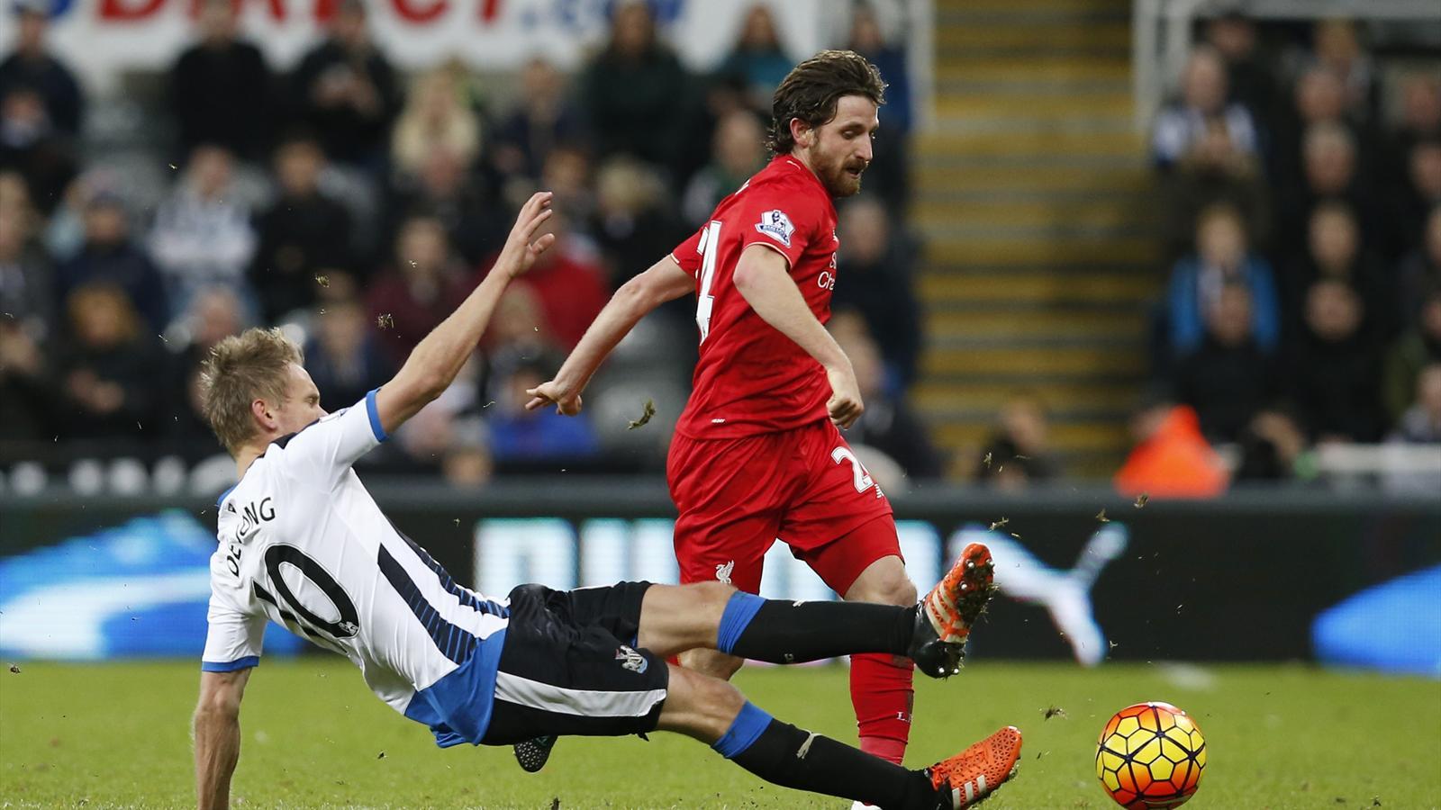 Liverpool's Joe Allen in action with Newcastle United's Siem de Jong
