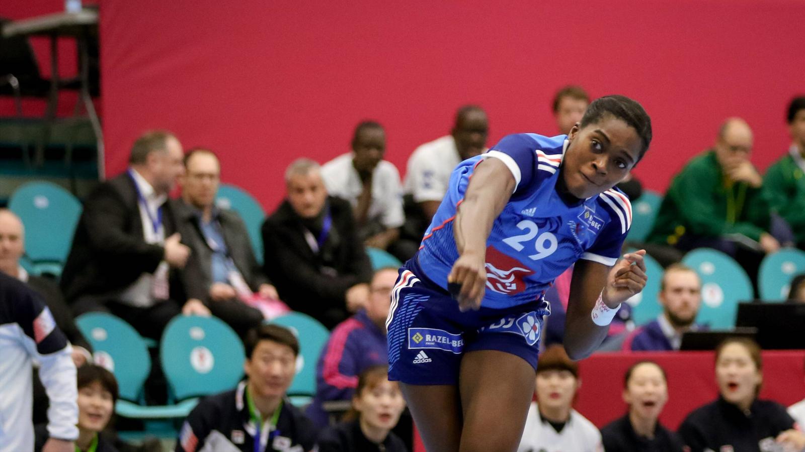 Gnonsiane niombla l 39 tincelle de l 39 quipe de france championnat du monde f 2015 handball - Coupe du monde 2015 handball ...