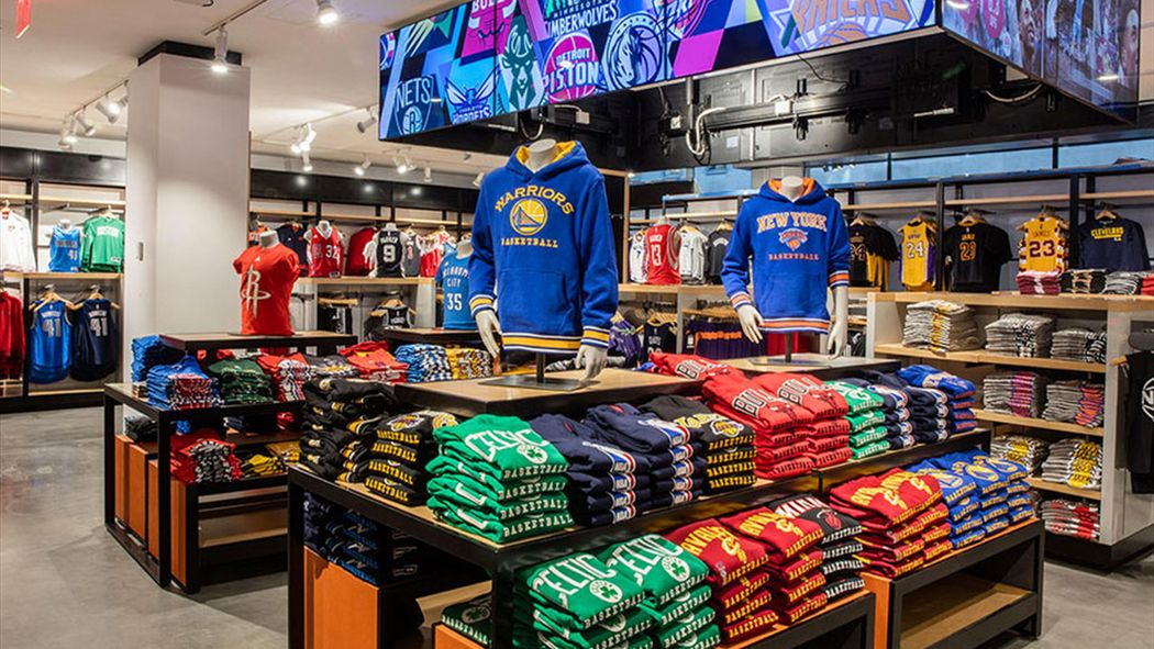 La NBA ouvre son nouveau magasin géant à New York - Economie - Eurosport f73a13653b40