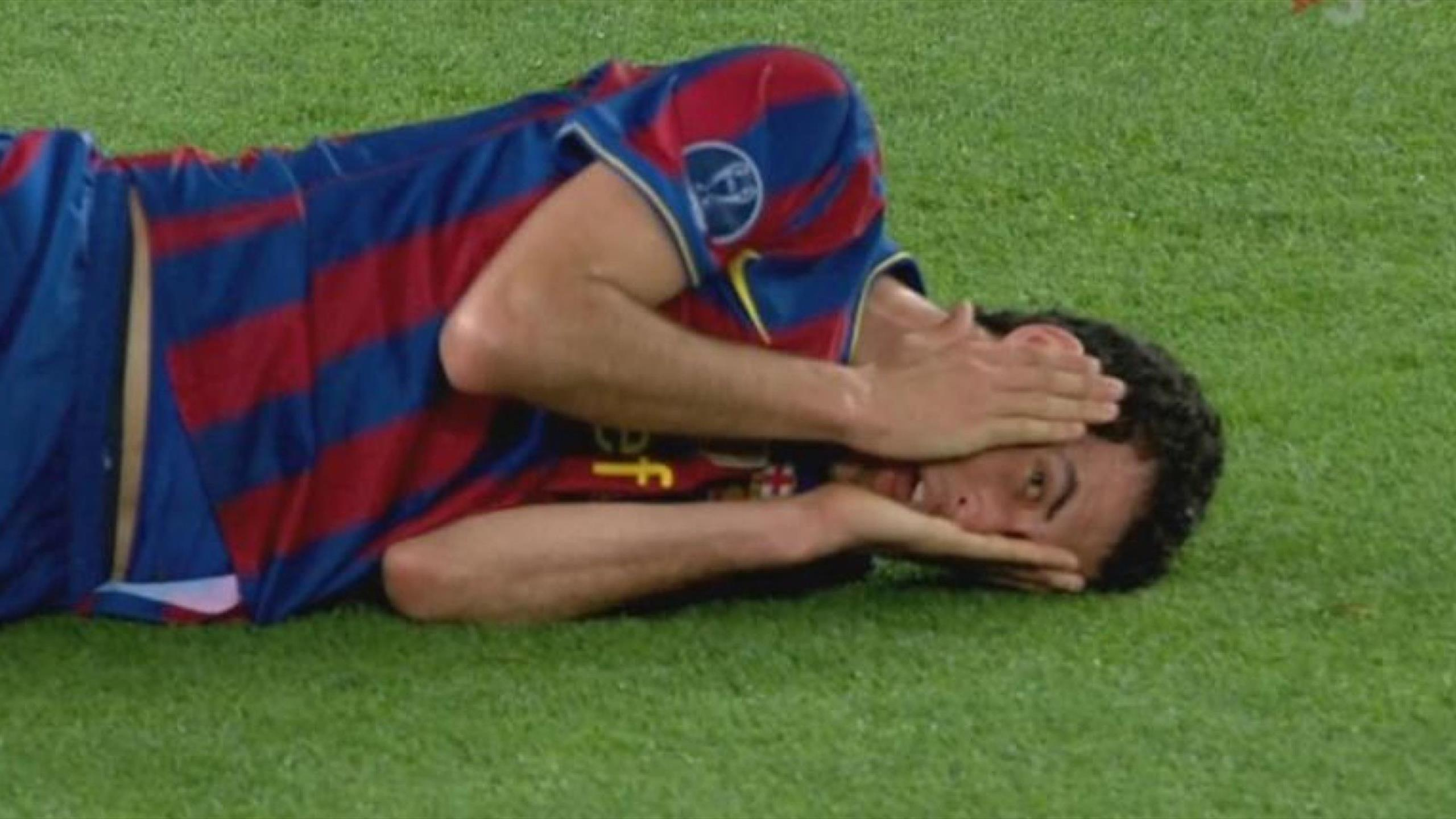 Серхио Бускетс симулирует травму