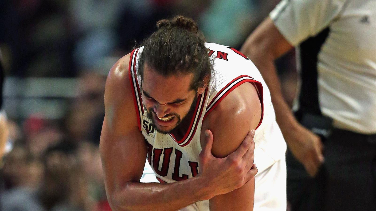 Joakim Noah (Chicago Bulls) s'est blessé à l'épaule contre Brooklyn