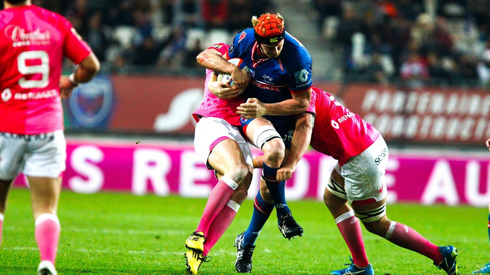 Peter Kimlin (Grenoble) tente de franchir face au Stade français)