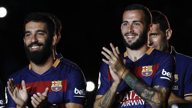 Le Barça cherche une place pour Vidal et Turan