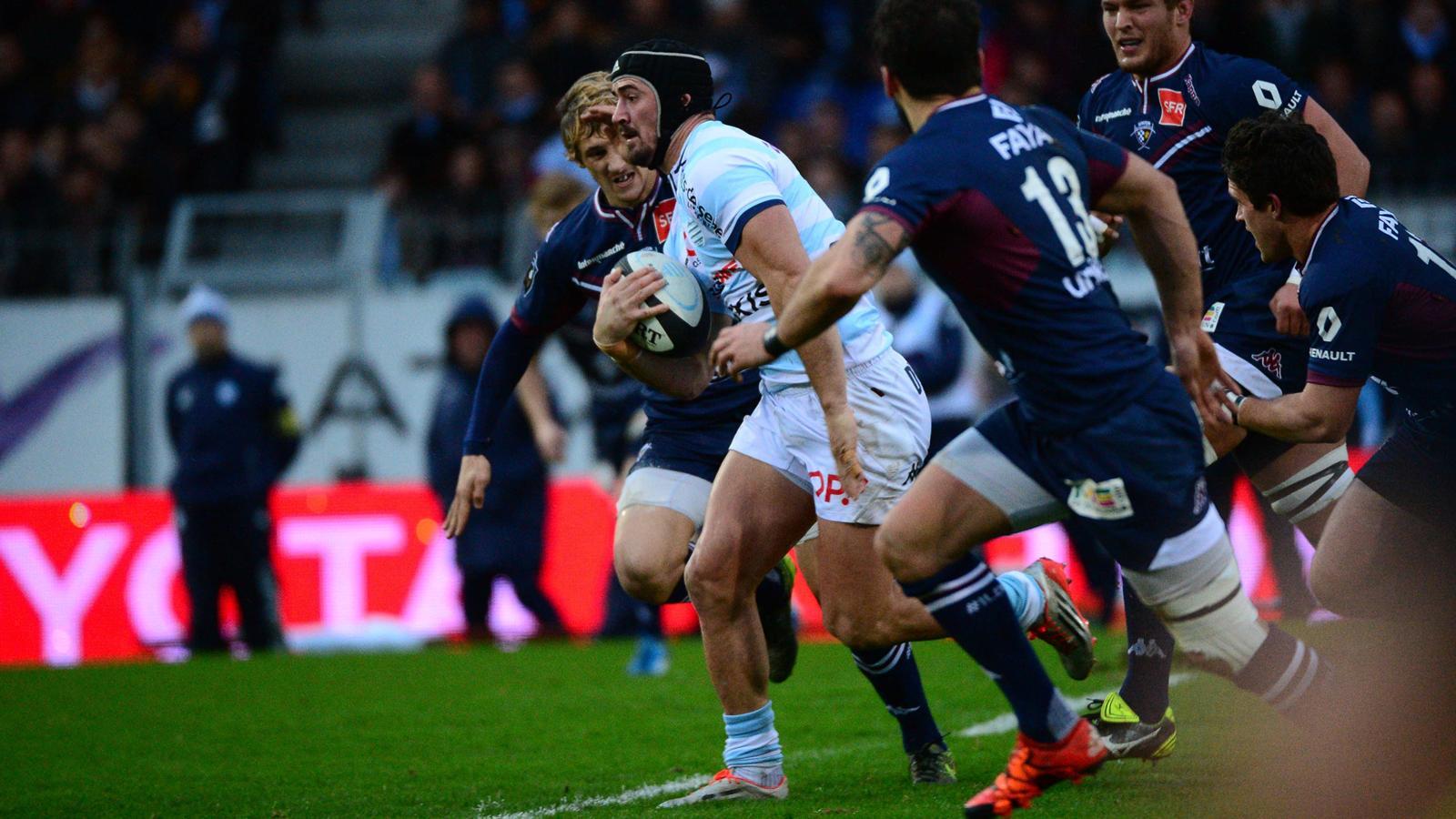 Alexandre Dumoulin (Racing 92) sonne la charge contre Bordeaux-Bègles