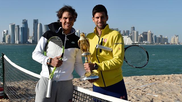 Джокович и Надаль сыграли в пляжный теннис