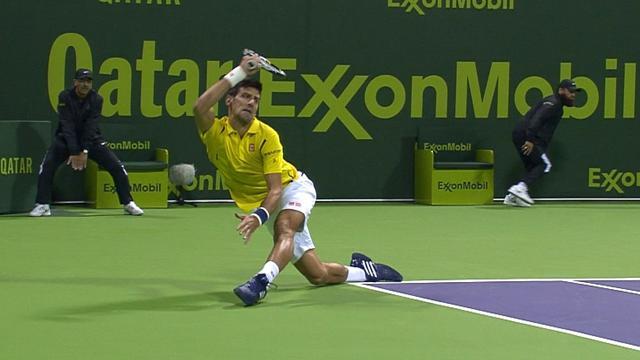 En se tordant le genou sur un retour, Djokovic s'est fait une belle petite frayeur