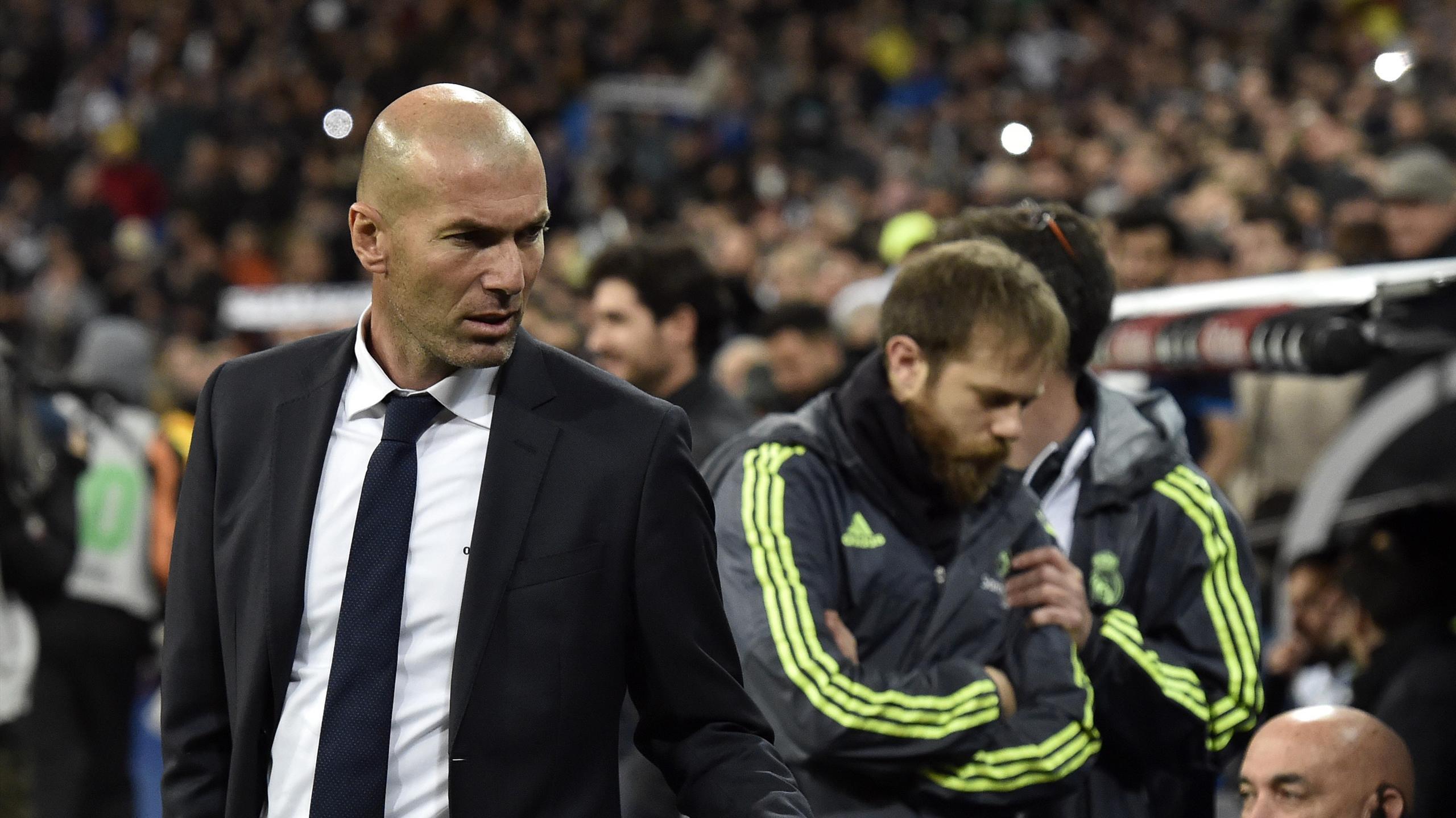 Zinédine Zidane pour la première fois sur le banc de Santiago Bernabeu en tant que coach du Real Madrid, samedi 9 janvier 2016