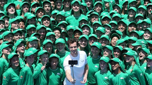 Маррей сделал селфи с 200 австралийскими боллбоями