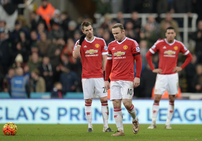 Morgan Schneiderlin et Wayne Rooney dépités après l'égalisation de Newcastle contre Manchester United, mardi 12 janvier 2016