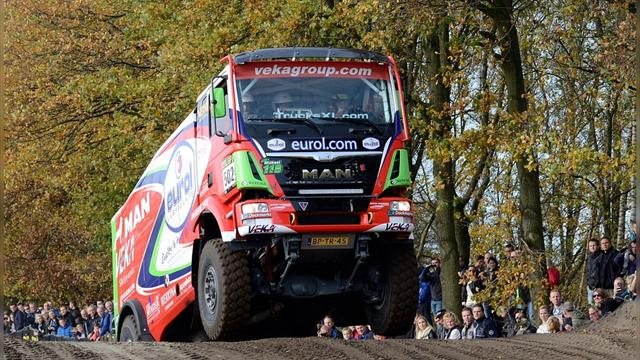 Верслюйс победил на 12-м этапе «Дакара» в классе грузовиков