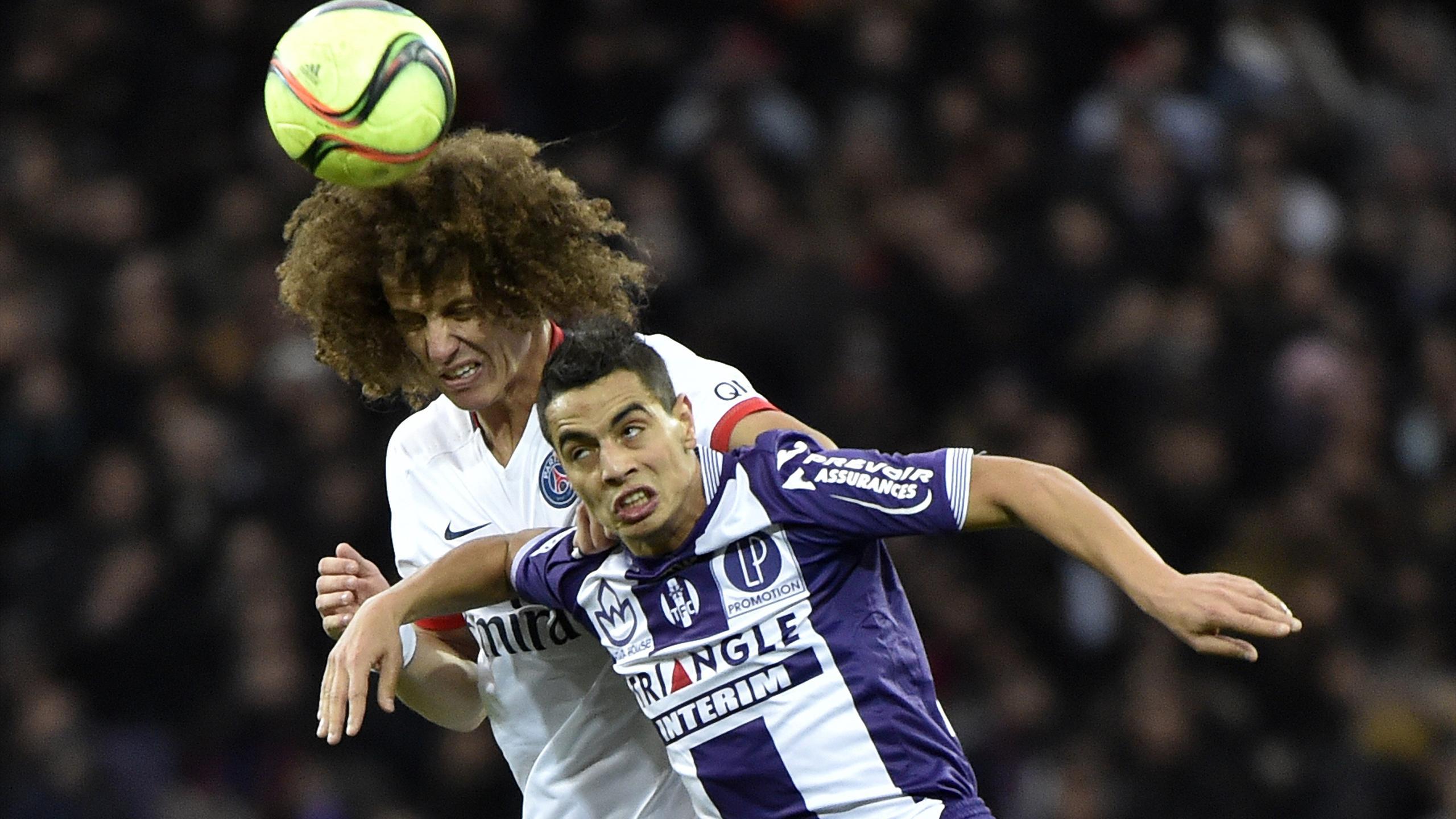 Ben Yedder au duel avec David Luiz lors de Toulouse-PSG